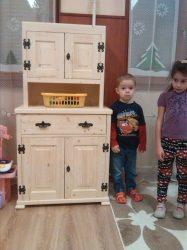 Gyermek tálaló szekrény